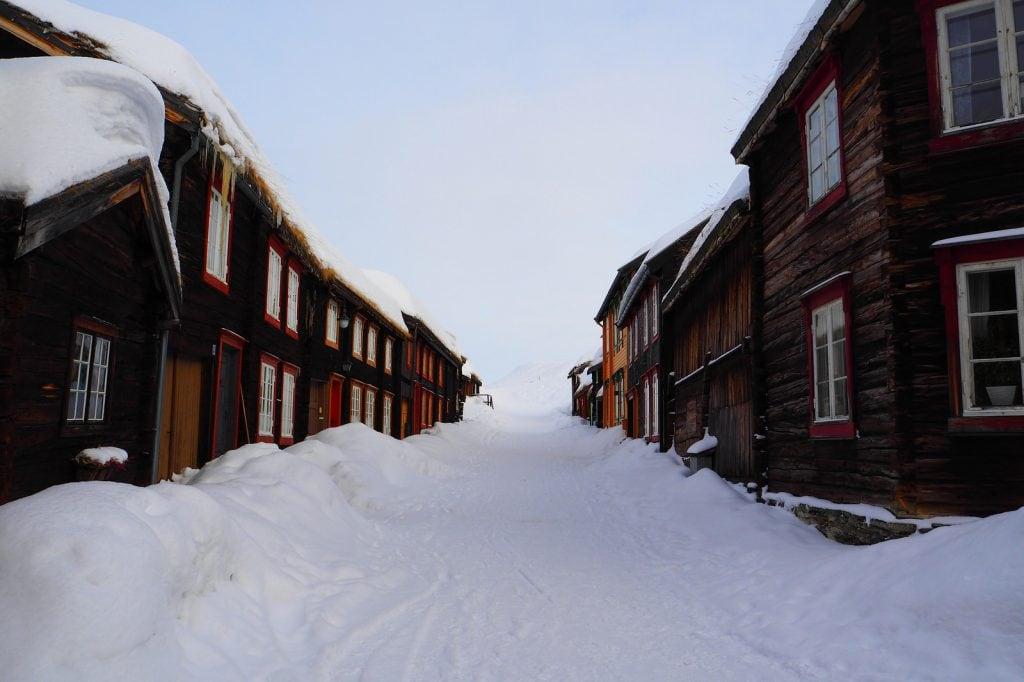 Die Stadt Roros in Norwegen zur Winterzeit